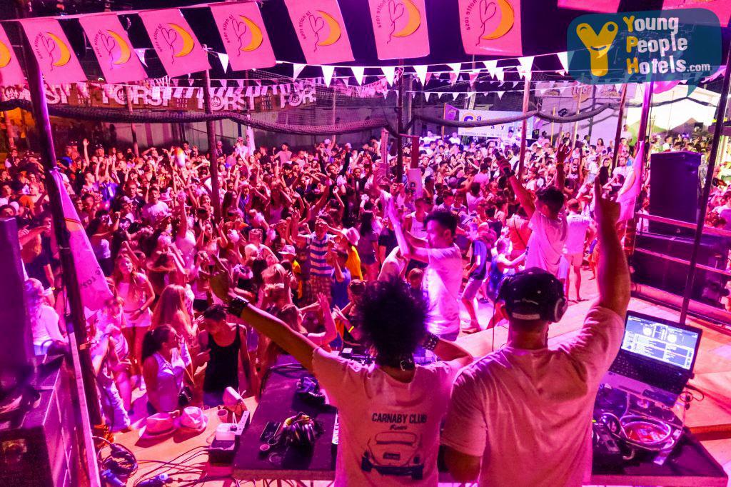 Notte rosa, festa in spiaggia con young People Hotels di Rimini